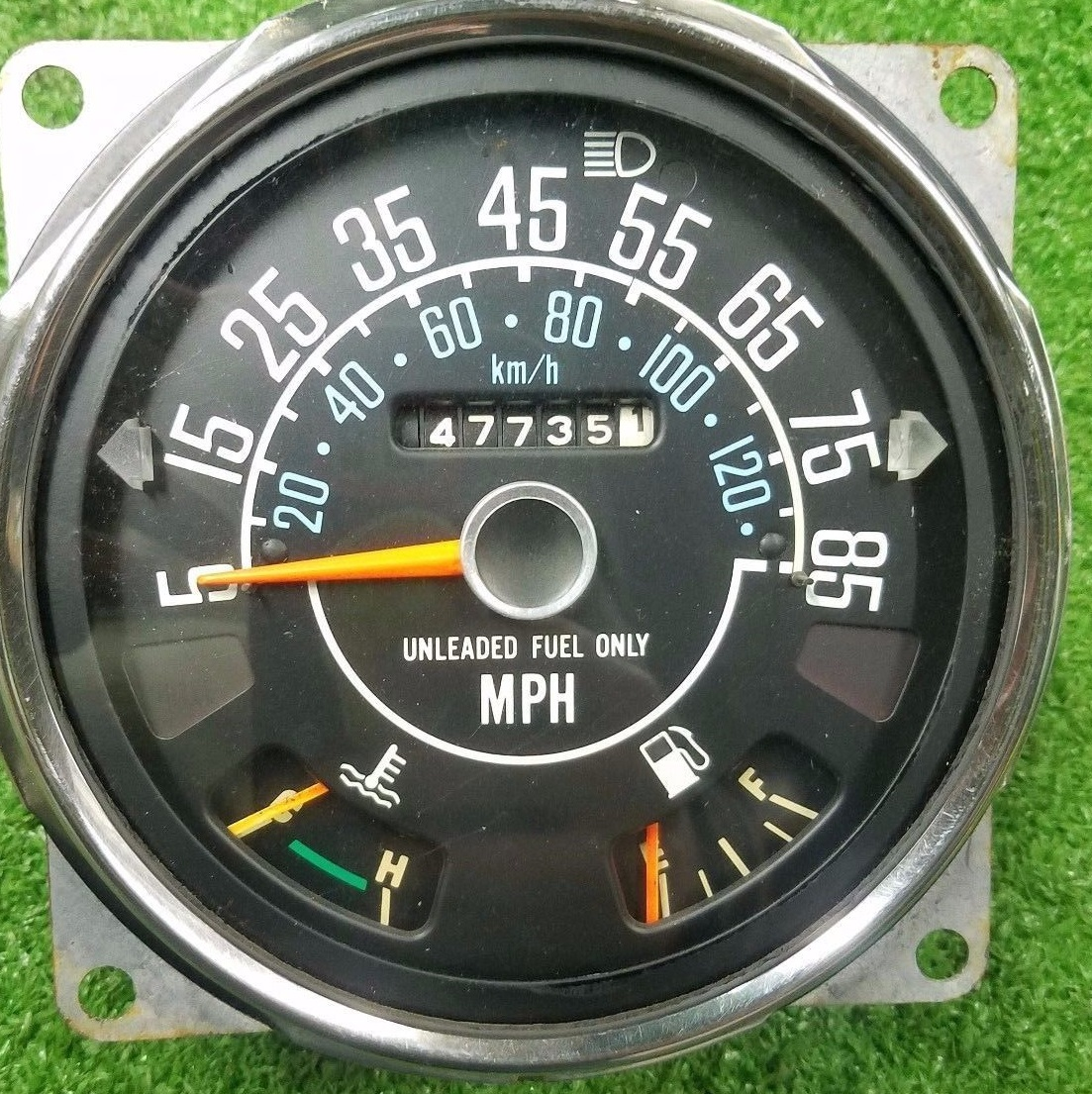The Jambo uses the same speedometer as all 1982 CJs: an 85 mph speedometer  and a six-digit odometer. This setup was new in 1982. The 1981 instrument  cluster ...